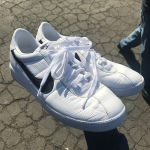 Nike court tennis shoes white